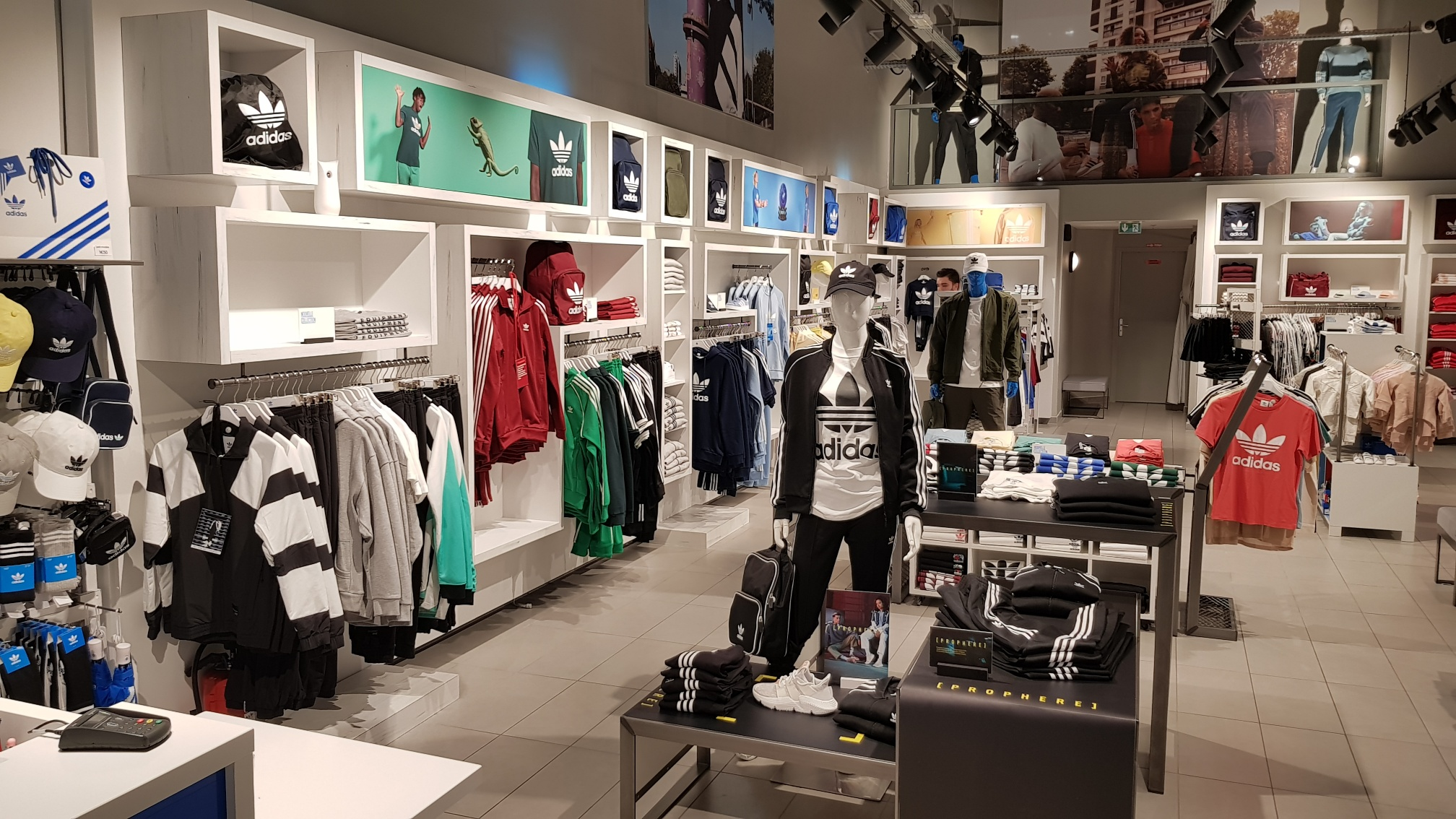 Acheter adidas boutique original pas cher ici en ligne avec le prix le plus  bas possible. Remises spéciales sur les nouvelles offres 2018. 29ea519f27