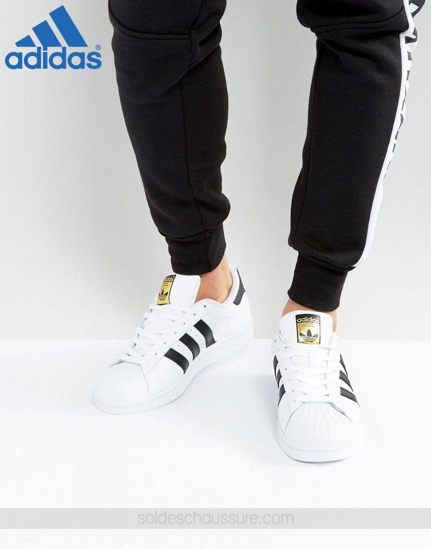 Acheter boutique officiel de adidas original pas cher ici en ligne avec le  prix le plus bas possible. Remises spéciales sur les nouvelles offres 2018. 5e4a7f5dc4fe