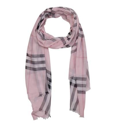 d71297d3411 Acheter burberry femme foulard original pas cher ici en ligne avec le prix  le plus bas possible. Remises spéciales sur les nouvelles offres 2018.
