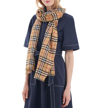 bb1b8adcdc2e Acheter burberry femme foulard original pas cher ici en ligne avec le prix  le plus bas possible. Remises spéciales sur les nouvelles offres 2018.