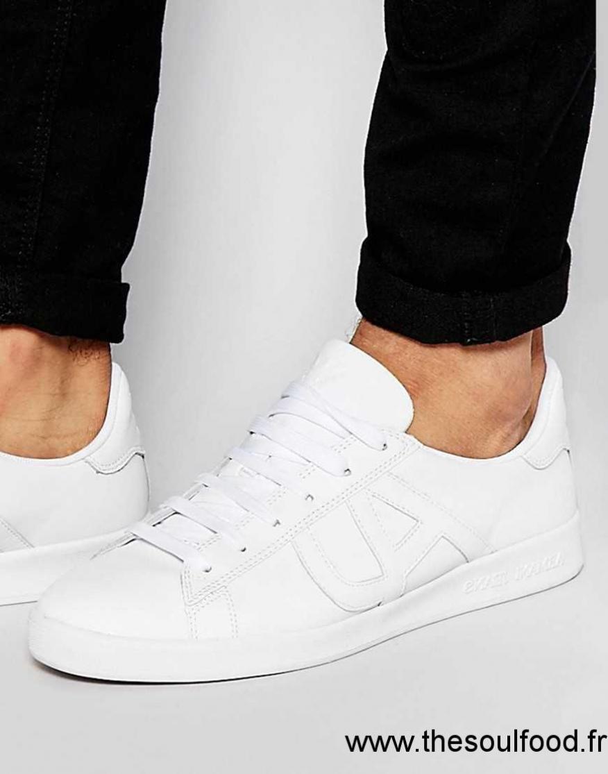 Acheter chaussure armani jeans pas cher original pas cher ici en ligne avec  le prix le plus bas possible. Remises spéciales sur les nouvelles offres  2018. 6d47e697869